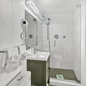Beach Bungalow Full Bathroom