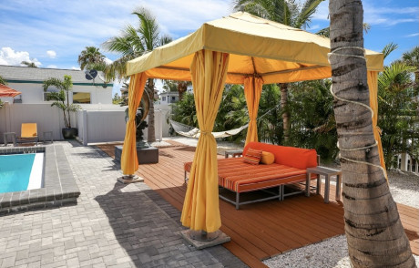 Welcome To Villa At St Pete Beach - Cabanas